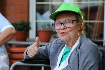 поиск сиделки для пожилого человека