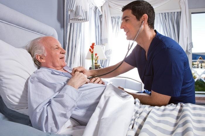 сколько может спать человек после инсульта