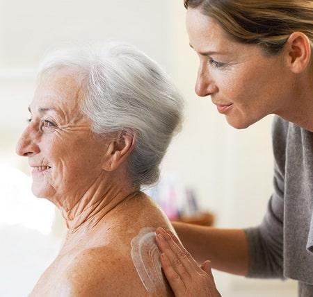 Уход за кожей пожилых
