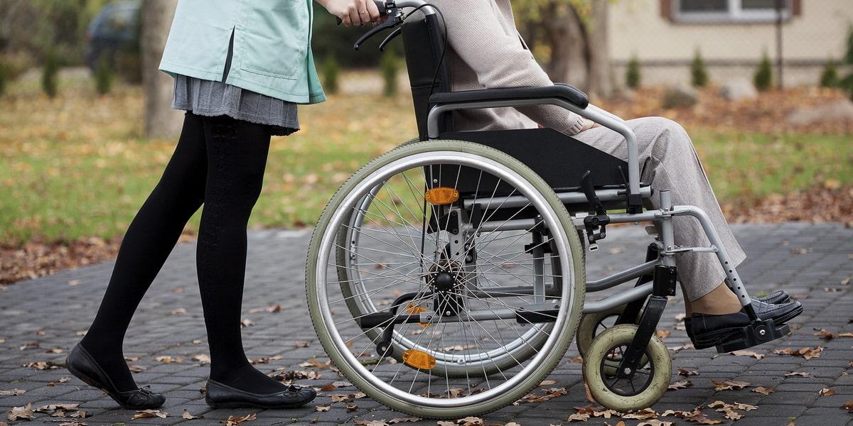 vyplaty-na-uhod-za-invalidami.jpg