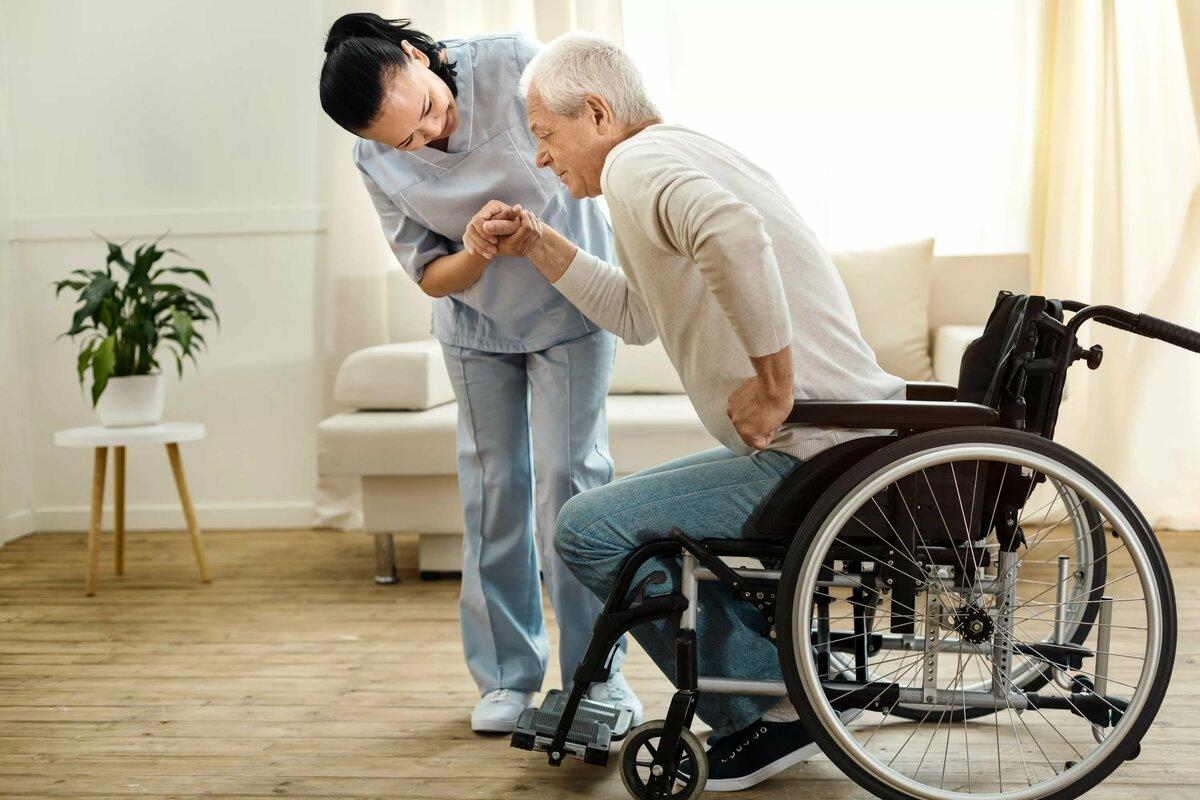 uhazhivat-za-invalidami-i-pozhilymi.jpg