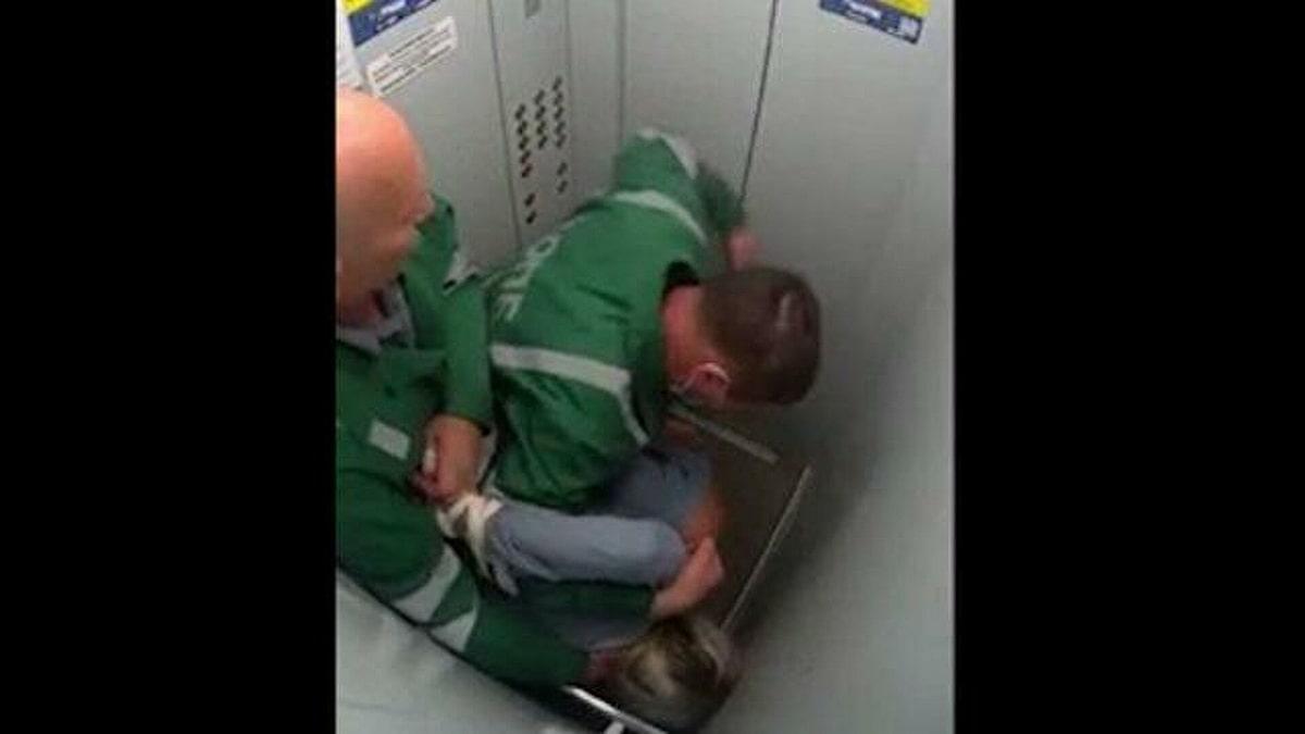 sanitary-psihbolniczy-izbili-paczientku.jpg
