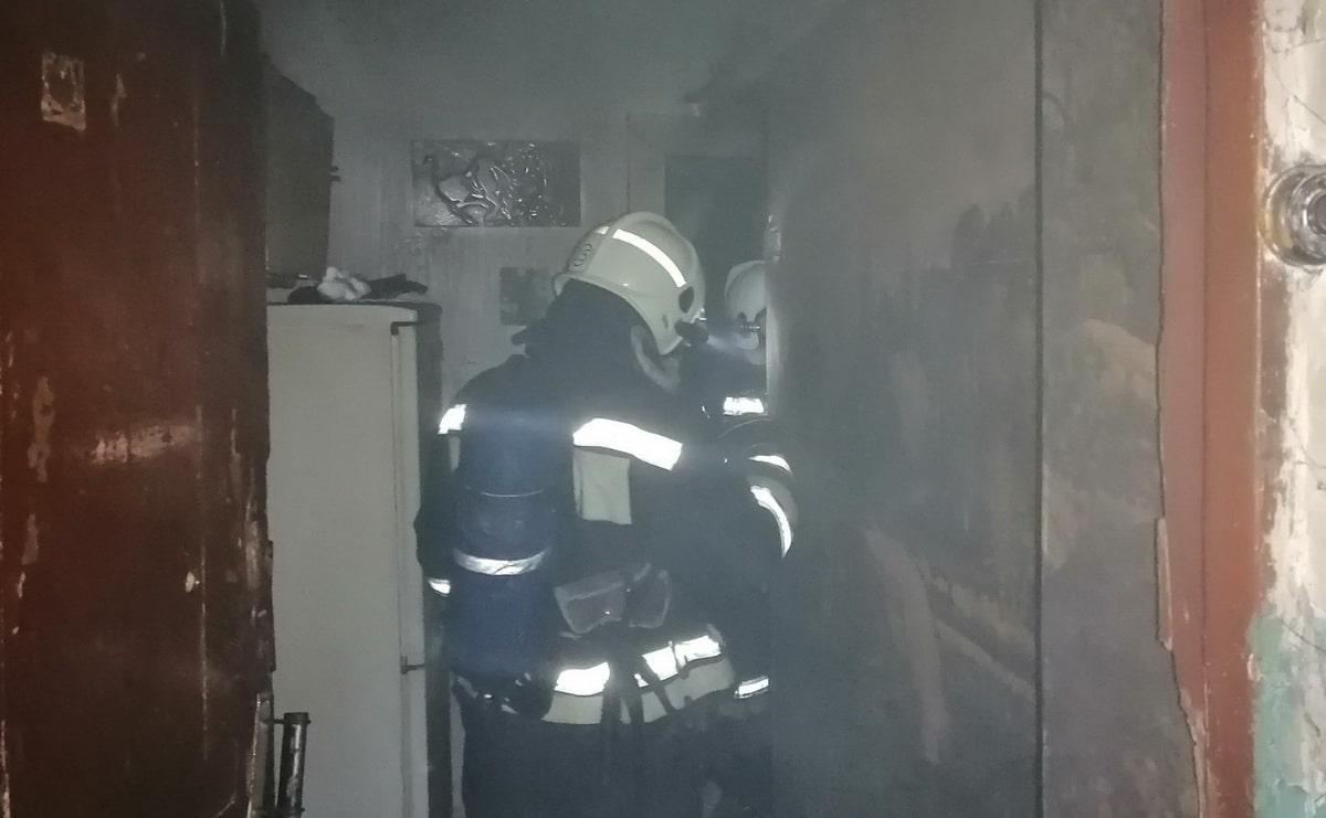 pozharnye-evakuirovali-zhilczov-iz-doma-prestarelyh-v-aksu.jpg