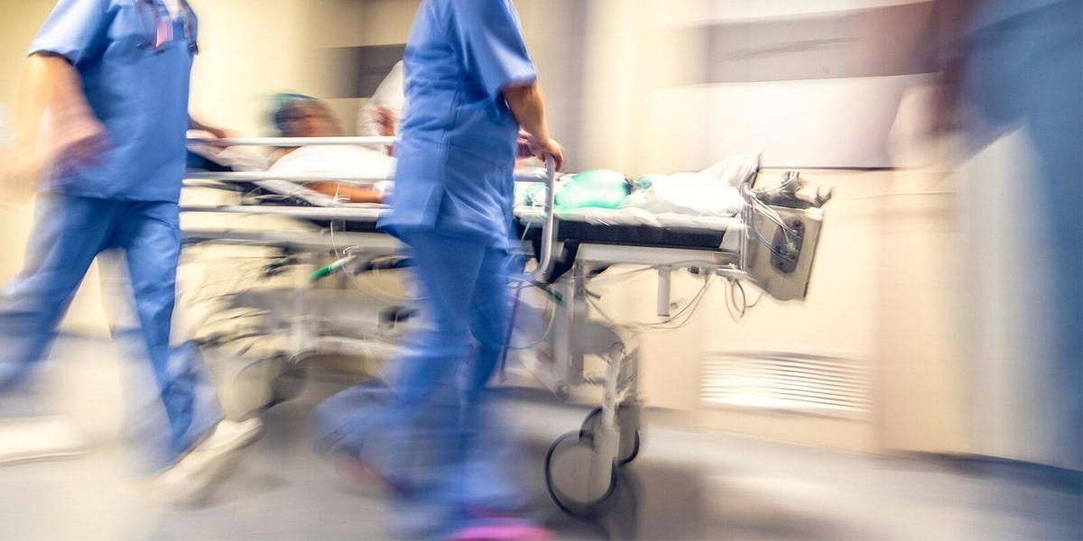пациента доставляют в реанимацию