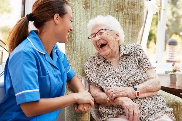 сиделки по уходу за престарелыми с заболеваниями ЦНС